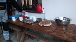 """,,Snack"""" für Zwischendurch: Slivovica und Kuchen"""