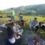 Auf dem Hügel mit dem Totempfahl bei herrlicher Aussicht: Auch Grillen will gelernt sein